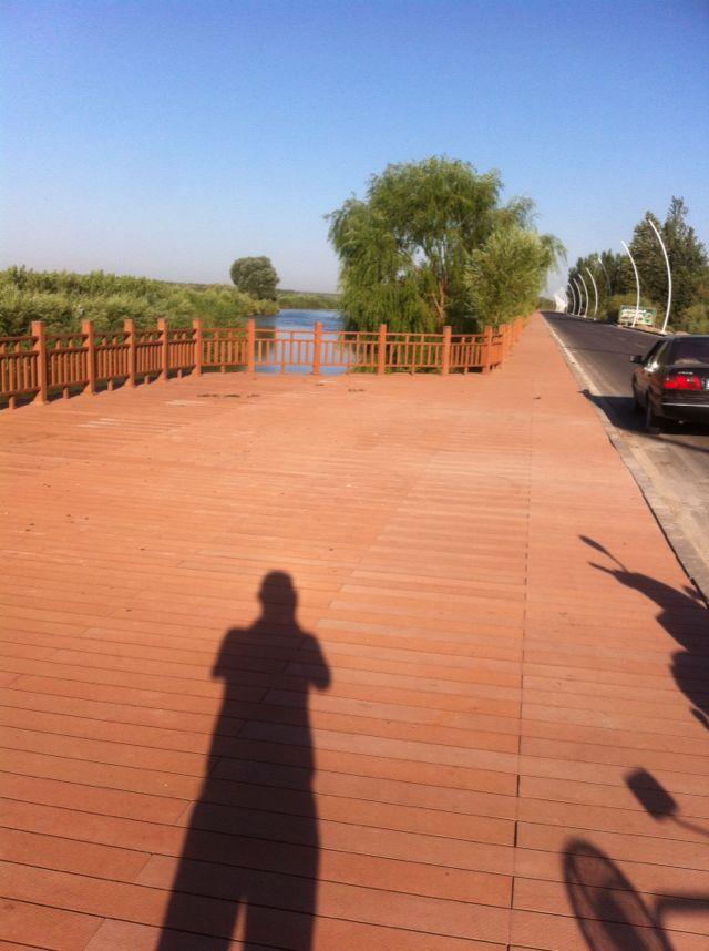塑木护栏是我们设计园林