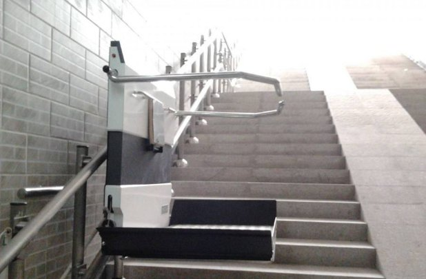 曲线轨道爬楼机-为残障人士提供无障碍环境!
