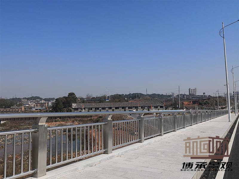 江西萍安中大道--钢结构人行护栏