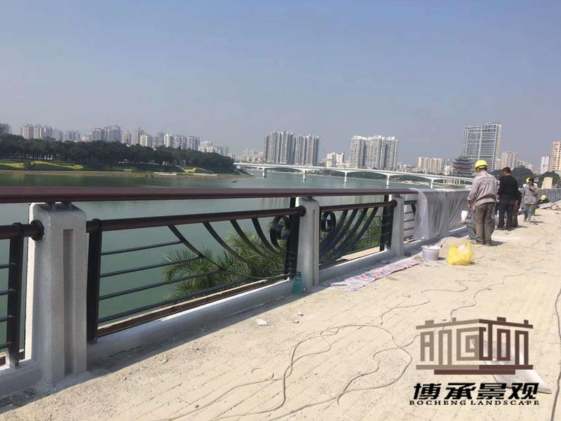 广西邕江防浪墙--通透式护栏