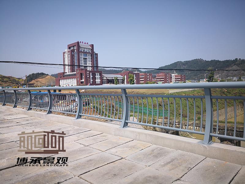 湖南长沙浏阳河--钢结构人行护栏