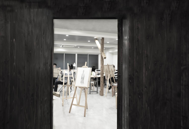 小-05往画室看-looking into the studio
