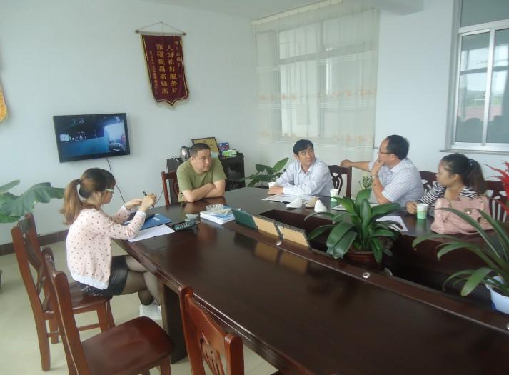 越南客户来访并购买75加长型水果网套机