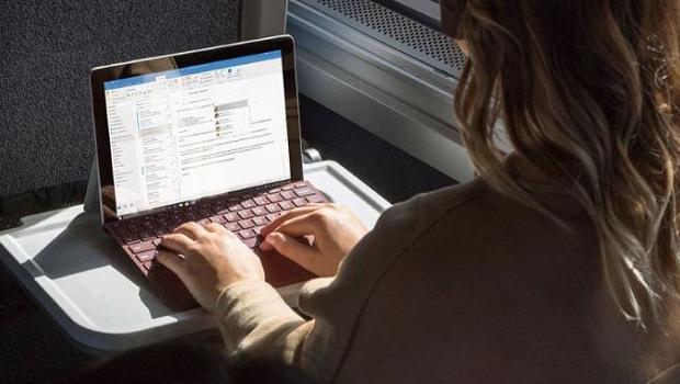 微软发布Surface Go...