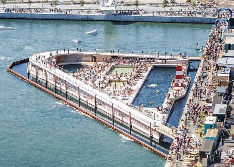 Safely Enjoy the bath on the floating platform in harbor