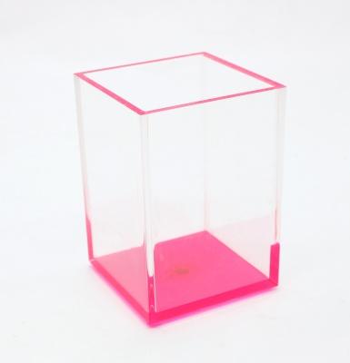 粉色亚克力笔筒