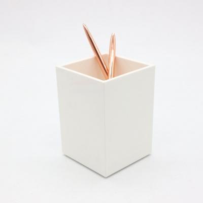 白色亚克力笔筒
