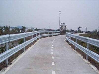 馬路防撞欄(Beam Barrier)