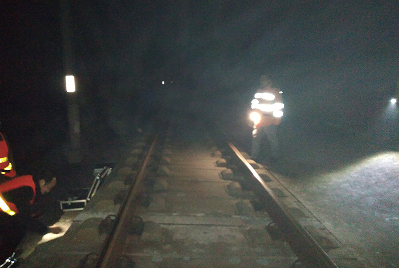 某高速铁路无砟轨道板离缝检测