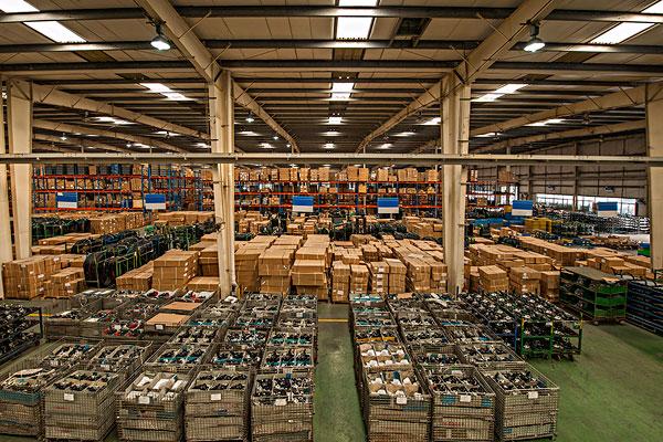 """仓储物流行业与工业机器人""""互帮互助"""""""
