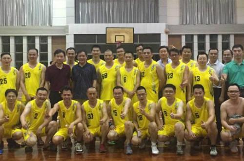 东达化工王总赞助南雄联谊会球队并参与比赛