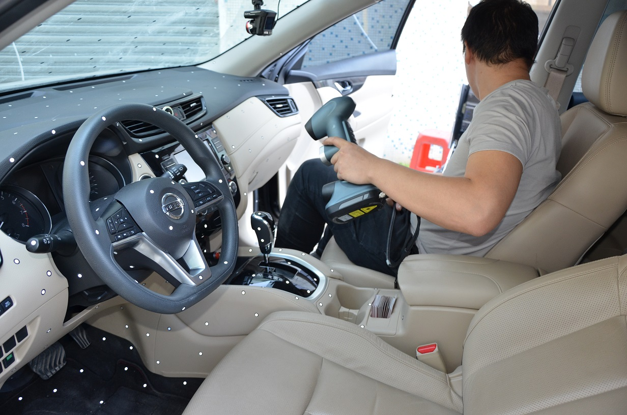 汽车内饰手持扫描现场