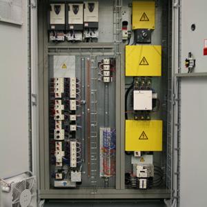 +M01 Leistungsschrank 1