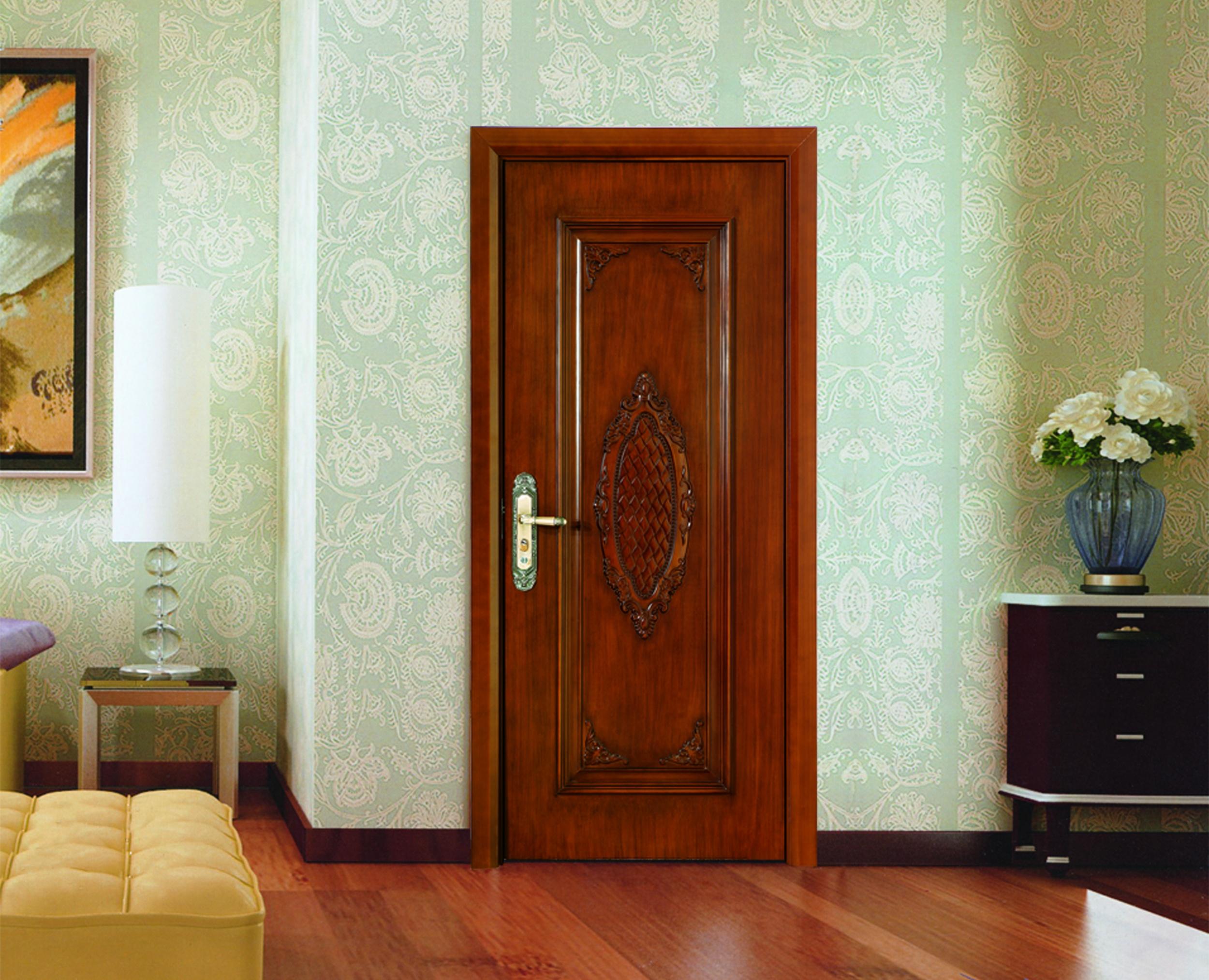 新房室內裝修時,多數選擇是先鋪地板后再安裝木門