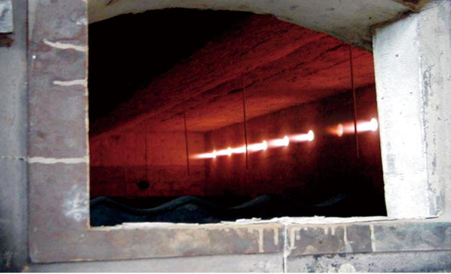 脉冲控制钢管淬火炉炉膛内景