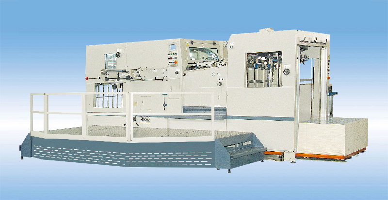 AUTOMATIC DIE-CUTTING AND CREASING MACHINE WITH STRIPPING STATION