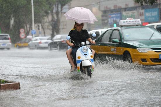 市防汛抗旱指挥部发出强降雨预警提示