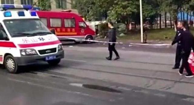 乐山轿车冲撞公交站台致7人死亡,又是一起吵架引发的惨剧!