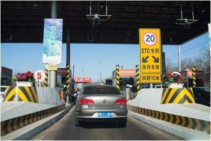 误走入ETC车道该怎么办,如果这时候再倒出去算不算违章违法?
