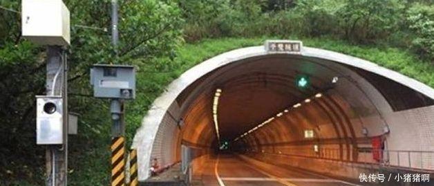 男子隧道内超速礼让救护车, 被罚1600元不服, 法官霸气回应